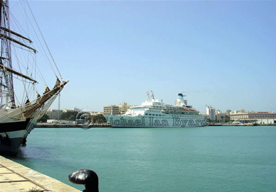 Cadiz Harbour with Discovery